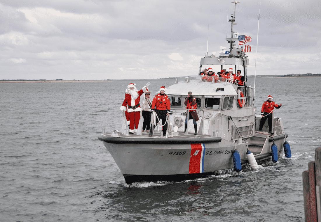Santa Arrives on Nantucket for Christmas Stroll